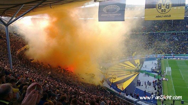Dortmunder Fans beim Pokalendspiel in Berlin. Foto: Lars Gächter (via Facebook).