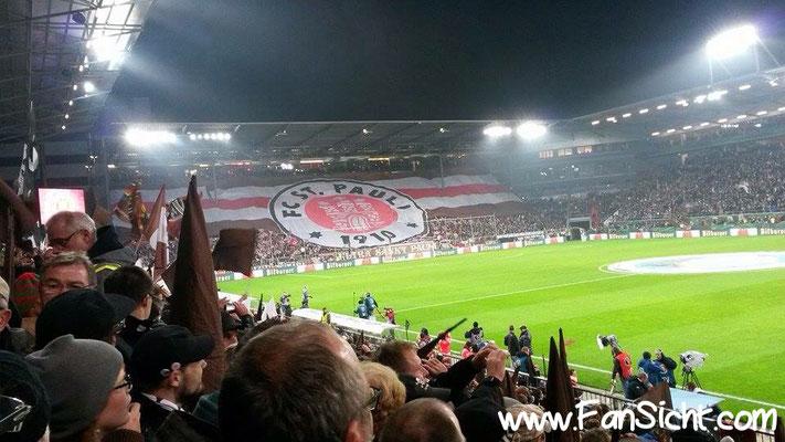 Choreographie der Fans von St. Pauli . Foto: Kirsten Meincke (via Facebook).