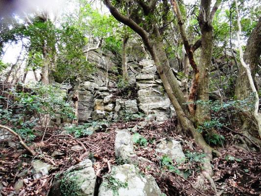 遍路道 断崖と石仏