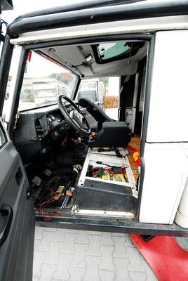 Anschlüsse des Batterieladers und des Sicherungskastens der Verbaucher wurden komplett erneuert