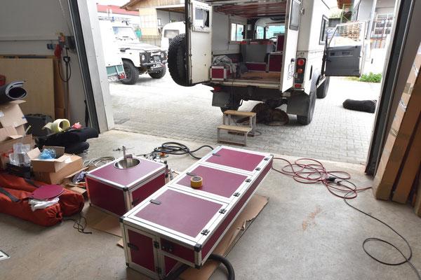 Die Radkastenbox hat Form angenommen und auch die Schalter sind schon eingelassen.