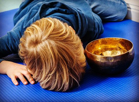 Klangschale Kindertherapie Musiktherapie Entspannung Prävention Pankow Prenzlauer Berg tomatenklang