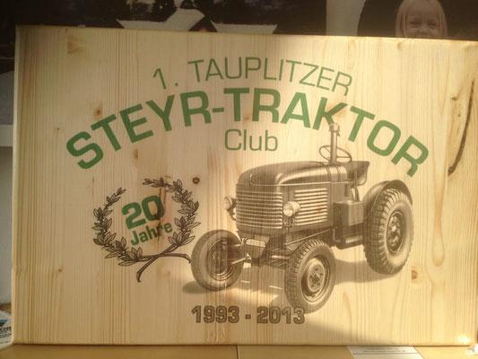 Geschenk: Holzschild Steyr Traktor