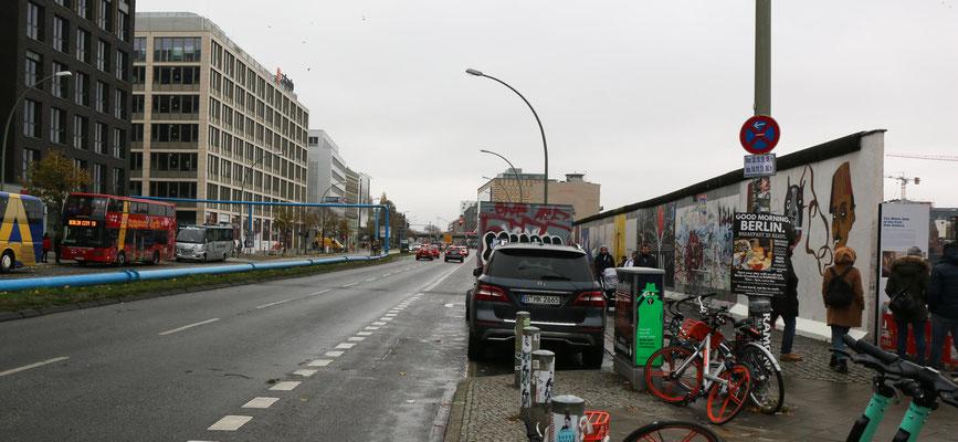 "Bemalte Mauerreste ""East-Side-Gallery"""