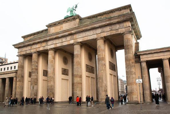 Die Westseite des Brandenburgertor's am Platz des 18. März