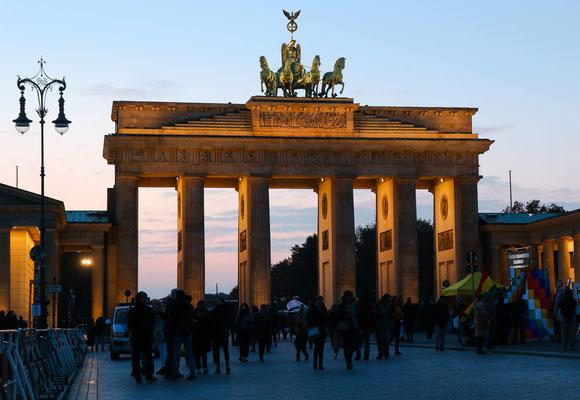 Das Brandenburgertor, von der Ostseite her gesehen