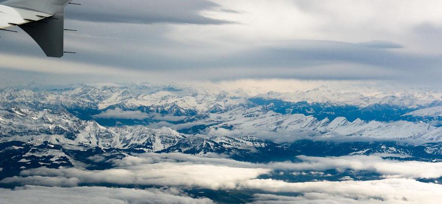 Blick Richtung Südosten: ganz links beleuchtet der Säntis, rechts die kette der Churfirsten