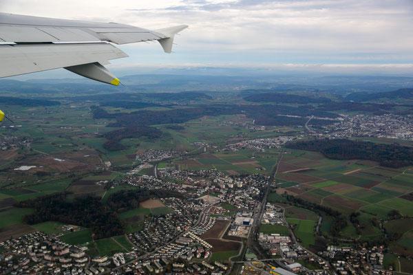 Abflug von Zürich am 15. November, links im Bild das Neeracher Riet