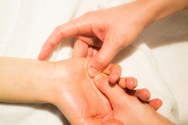 Armmassage im Liegen