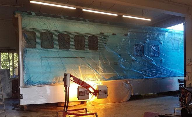 Auch grössere Fahrzeuge können wir ohne Probleme in unserer Werkstatt reparieren und neu lackieren