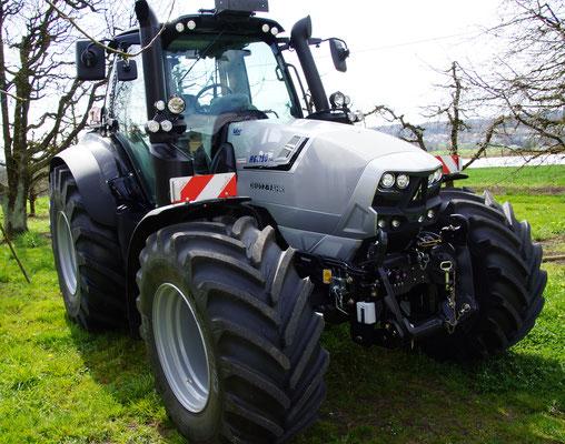 Hat der neue Traktor nicht die passende Farbe? Kein Problem, eine Ganzlackierung macht es möglich.