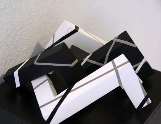 Jürgen Forster: Skulpturstudie II. Acryl auf Holz, variabel, Höhe 13 cm, 2017