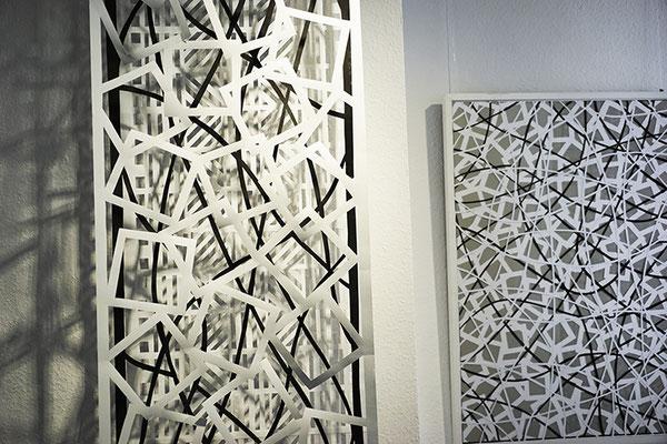 links: Jürgen Forster/Cornelia Rohde: Drei Paper-Cuts  Installation, drei Teile à 290 x 53 cm, 2018. Rechts: Jürgen Forster/Cornelia Rohde: Paper-Cuts II 100 x 70 cm, gerahmt, 2017