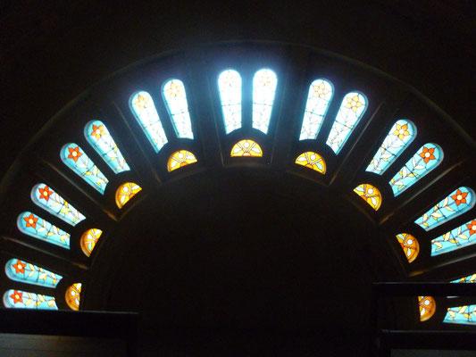 Eglise de SAINT AGNAN Restauration complète de la rosace - Restauration partielle de 6 baies losanges de la nef et repiquages sur deux baies du coeur - bavettes en plomb et grilles de protection acier