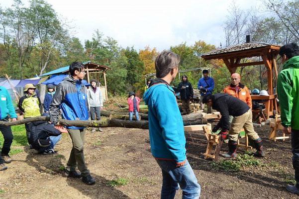 ユーチューバー志望の小5男子や、今日お誕生日の方、井戸を掘る方も。木や建築に関わる方だけでなく、教育関係の方たちも複数ご参加くださいました。木や山の活用を、多面的に考えられるつながりが生まれていきそうで、楽しみですね。