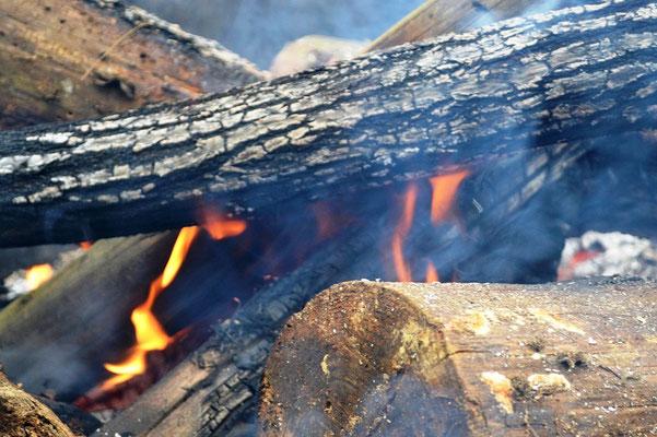 冷えた体に、たき火があったかい。