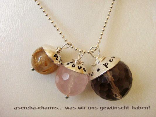 Edelstein-Charm mit beschriftbarer Silberkappe (v.l.n.r.: Gr.S, M, L)