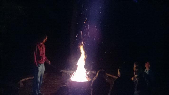 S'avonds heerlijk bij het kampvuur