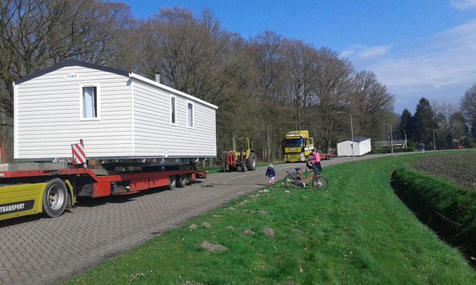 Plaatsen nieuwe chalets op de camping