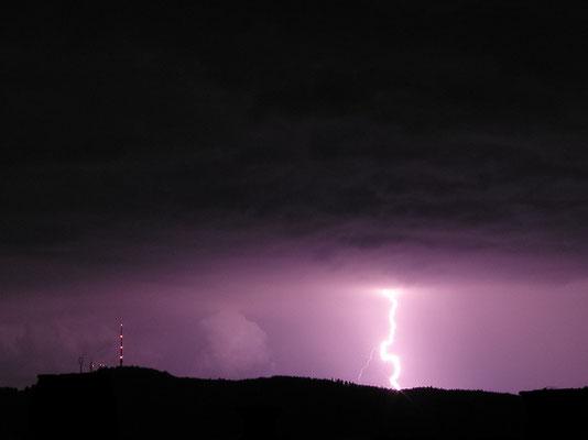 Gewitter/Blitz, Zürich mit Uetliberg im Vordergrund, Schweiz, 2002 06 27 (MP0383) © Michael Pfenning