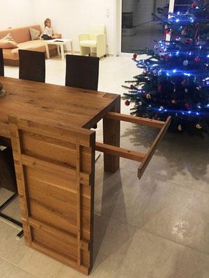 Holztisch Eiche rustikal lackiert passend zur Treppe mit Einlegeplatte
