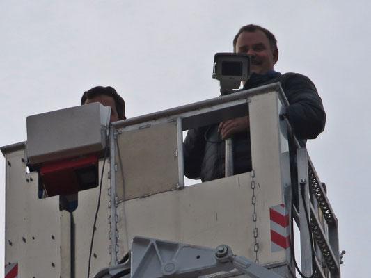 Friedrich Krüger mit laufender Kamera auf dem Weg nach oben