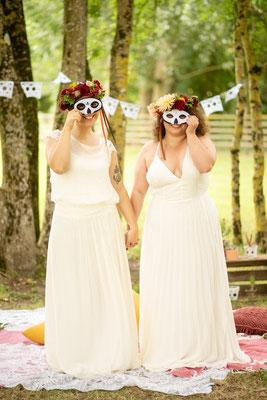 Mariées avec masques, organisation et décoration de mariage mexicain par Daydream Events, mariage gay, mariage lesbien, thème Dia de los Muertos