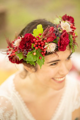 Couronne de fleurs de mariée, organisation et décoration de mariage mexicain par Daydream Events, mariage gay, mariage lesbien, thème Dia de los Muertos