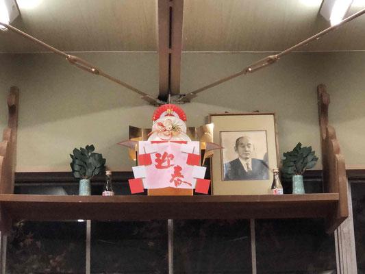 また、連盟主催の練習が行われている永山道場の神棚も、新年を迎える にあたり相応しく飾られ、 「来年こそはいままでの日常が取り戻せますよう」 柔道連盟会員の皆様と共に祈念致しました。