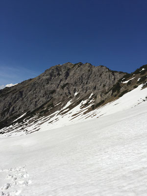 Blick zurück zum Gipfel.