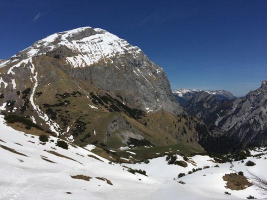 Angekommen auf dem Binssattel, Ausblick in das Falzthurntal.