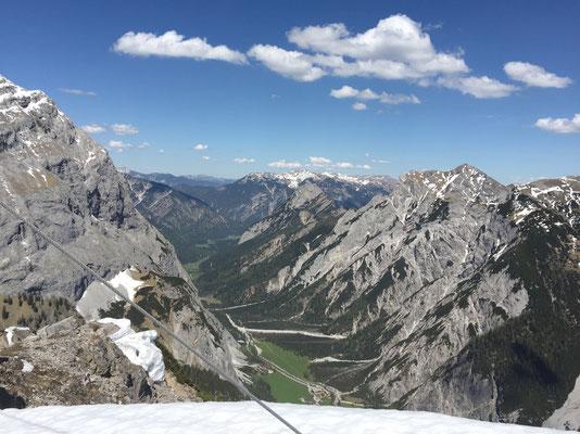 Aussicht vom Gipfelkreuz aus.