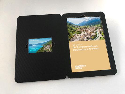 Membercard mit Weekendtipp-Booklet, Verpackung aus schwarzem Wellkarton, Die Membercard ermöglicht den Zugang zur Online-Plattform
