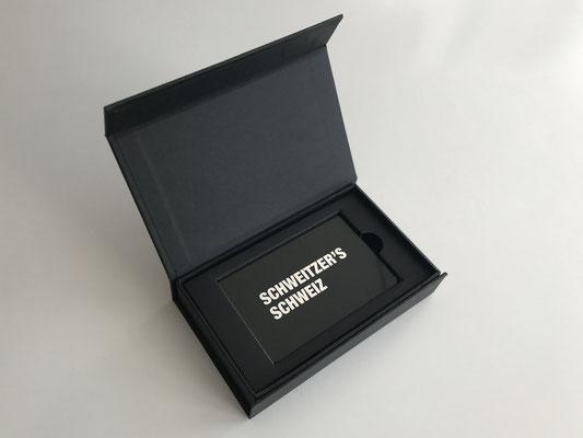 Membercard mit hochwertiger Klappschachtel in Schwarz und Magnetverschluss