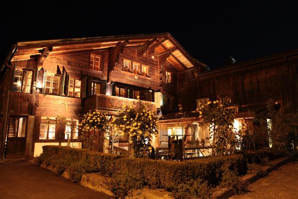 16 Art Bar Restaurant