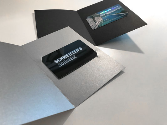 Verpackung Klappkarte einfach aus Silber- und Schwarz-Karton 220gm2, diverse Farben erhältlich, individuell bedruckbar