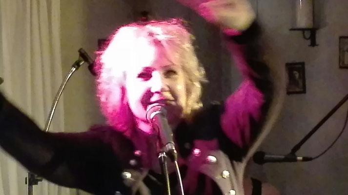 Sylvie mit Boom Boom Bäng im März 2017