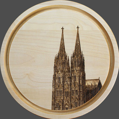 rundes handgedrechseltes Essbrett mit Kölner Dom