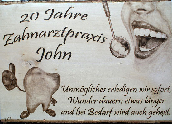 Jubiläumsschild für Zahnarztpraxis