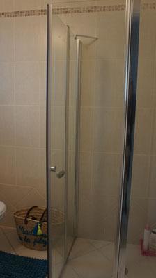 2nd showerbathroomon 3rd bedroom