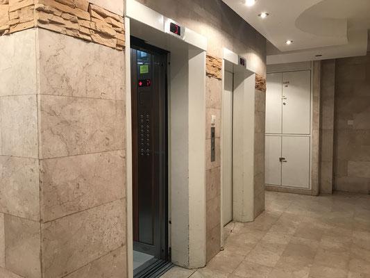 2 ascenseurs dont un shabatique