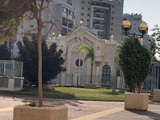 Synagogue en face de l'immeuble