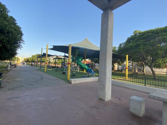 Parc de jeux en face