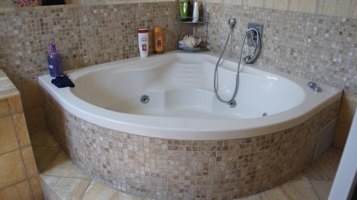 Salle de bain jacuzzi parents