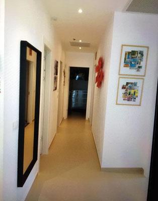 Couloir vers les salles de abin et chambres