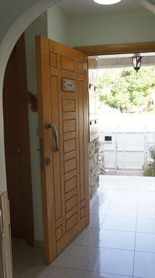 Porte d'entrée côté rue