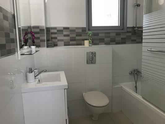 2ème Salle de bain avec baignoire dans la 2ème suite