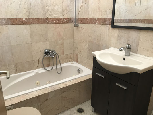 Salle de bain baignoire complète