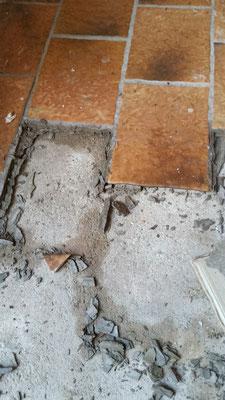 Vinyl auf Fliesen kleben nicht immer machbar - Fußbodenbelagsarbeiten