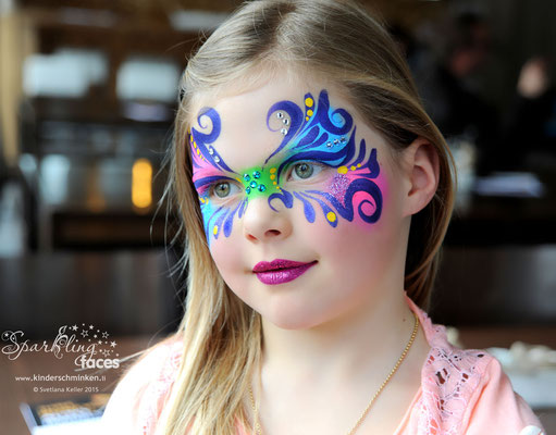 Kinderschminken an der Hirn Garage Autoaustellung 2015